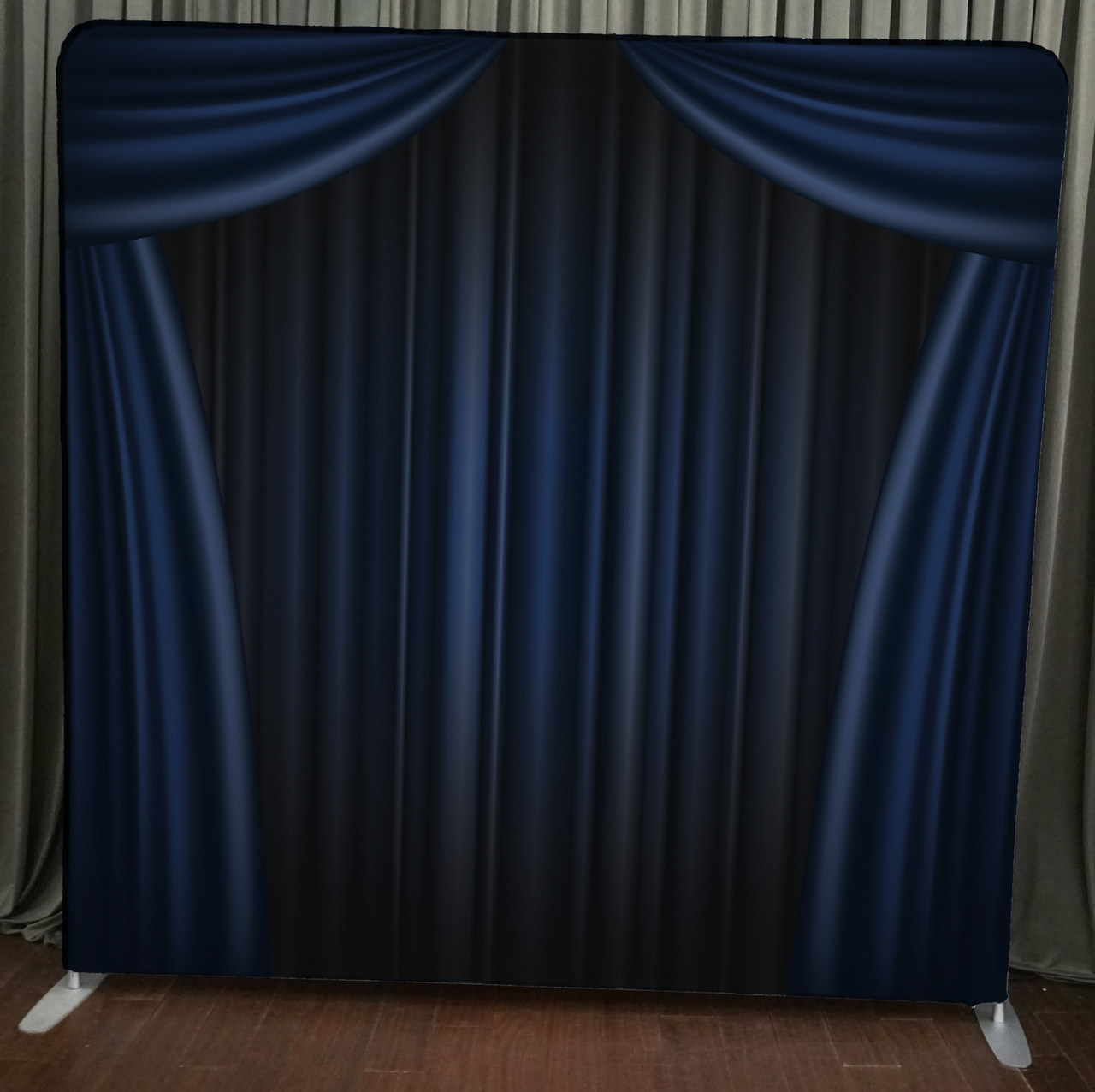 Stand_2_-_Blue_Curtain__09776.1471303934